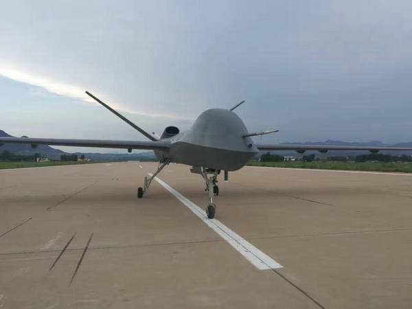 中国量产型彩虹5无人机首飞 远远领先俄罗斯
