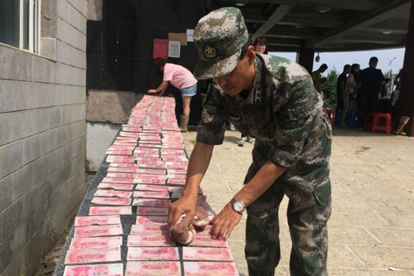 吉林洪灾后清出3万现金 交由当地政府处理