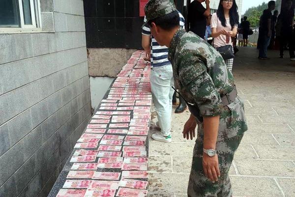 吉林永吉洪灾后清淤现3万现金 救灾官兵全上交