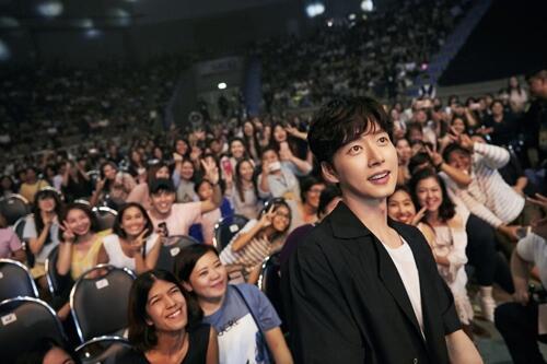 朴海镇曼谷粉丝见面会圆满落幕 2千余粉丝捧场
