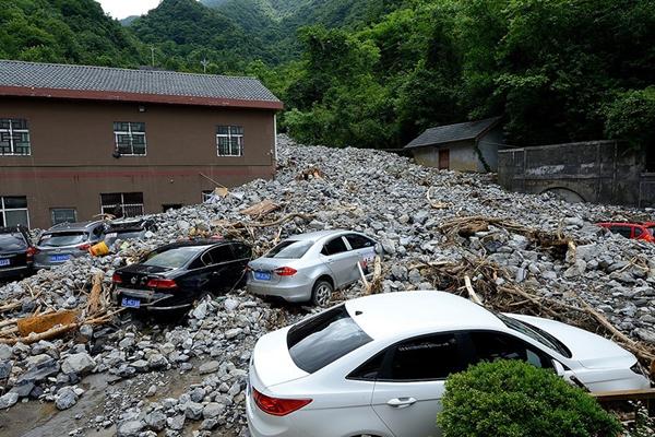 湖北五峰遭暴雨袭击 灾后抢险正在进行
