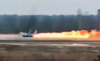 米格29起飞时着火 飞行员零高度弹射逃生