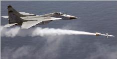 米格战机起飞变火球 飞行员零高度弹射幸运生还
