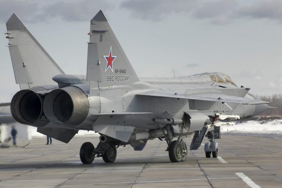 """独门绝技!俄米格31战机演练""""截杀""""巡航导弹"""