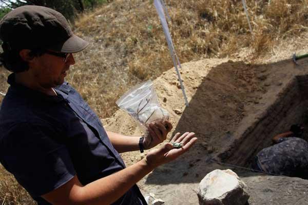 西班牙内战时期考古新发现 大量文物出土