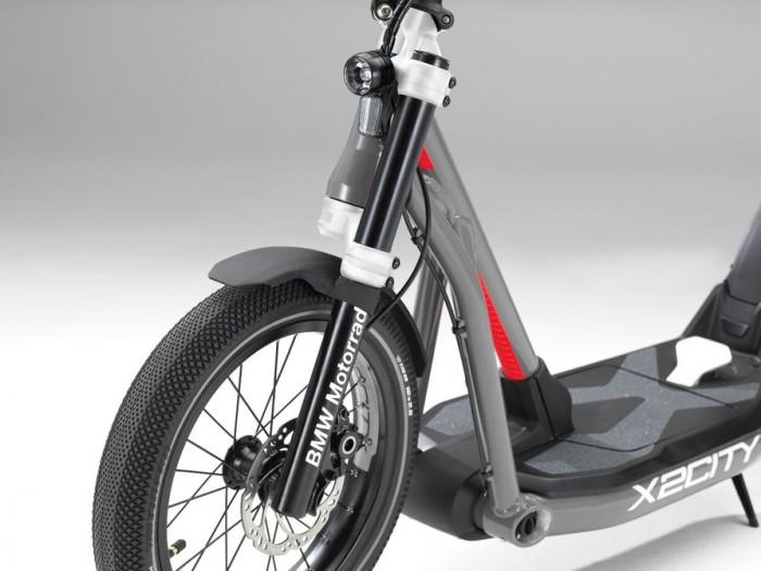 宝马电动滑板车来了:续航35公里,一台2万元