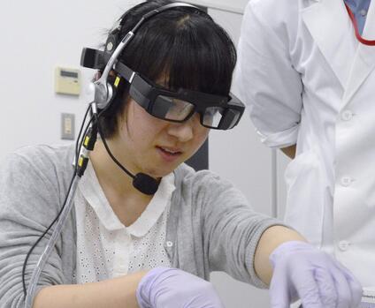 日本藤田保健卫生大学推出使用智能眼镜的实习