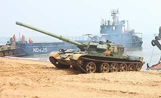 59D坦克老当益壮冲滩登陆