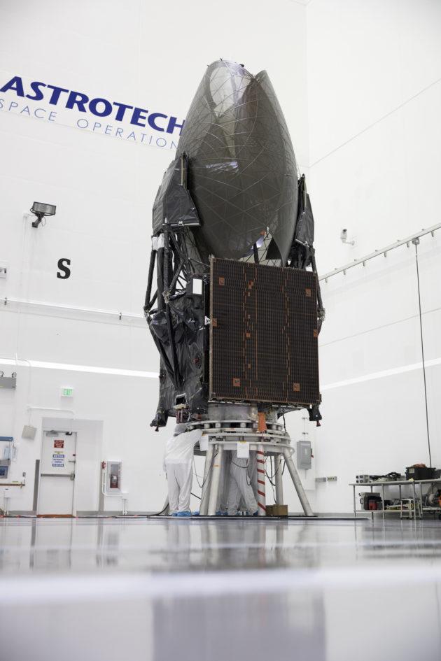 美航天局通信卫星在发射前受损