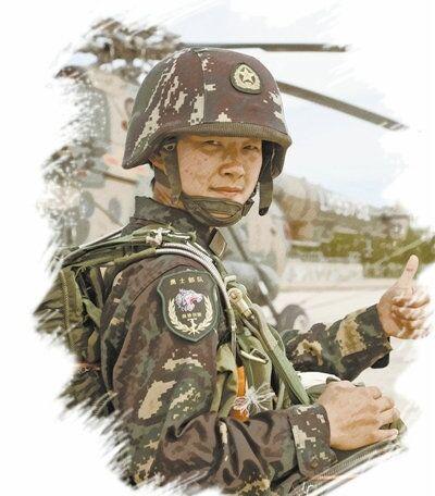【网络媒体国防行】特战玫瑰佟传蕊:军营让我脱胎换骨