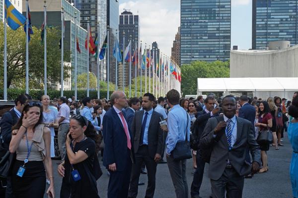 纽约联合国总部因火警疏散人群 近半小时后警报解除