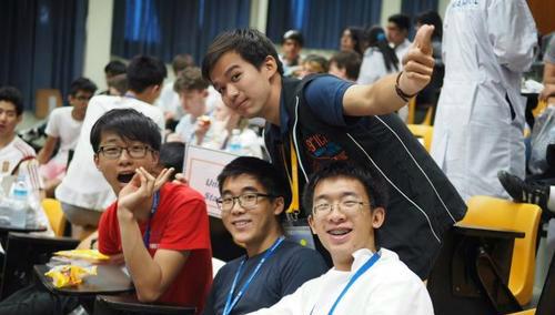 美国芝加哥华裔青年获国际奥化大赛金牌