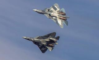 莫斯科航展飞行表演精彩看点 T-50双机腾空劲舞