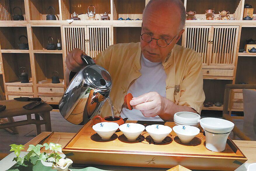 德国人赴中国考察百次 只为学习茶知识开茶馆