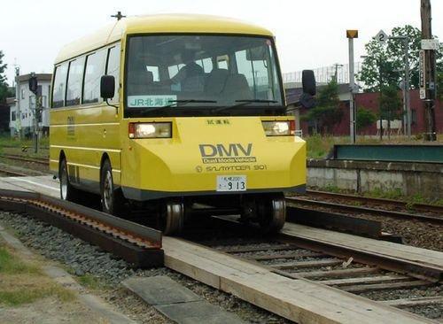 公铁路两用公交车在日试乘 15秒内可完成模式切换