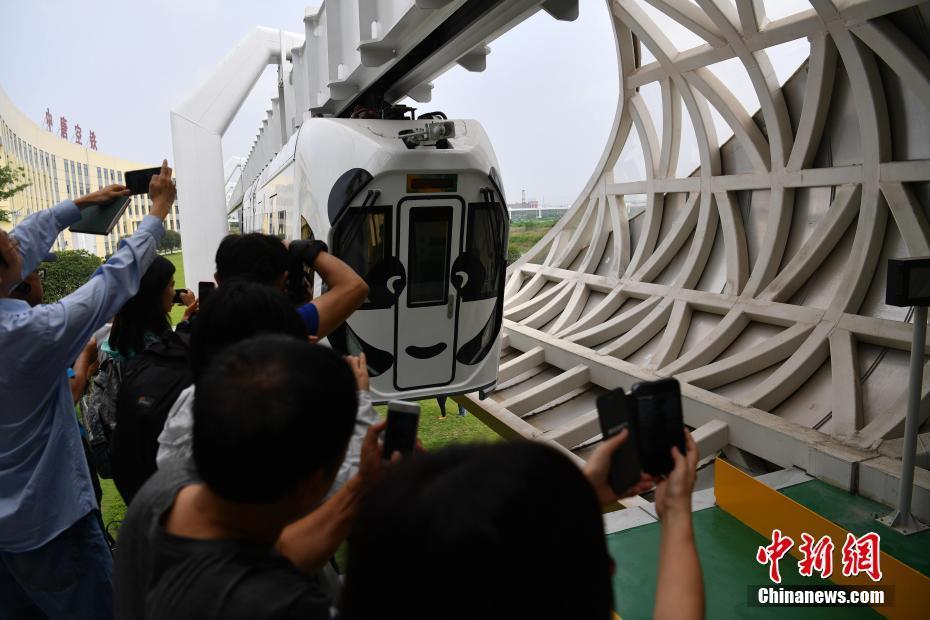 港澳台40余名记者聚焦世界首列新能源空铁