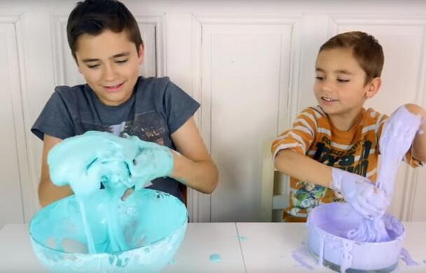 警惕儿童化学烧伤!史莱姆软泥充当玩具需谨慎