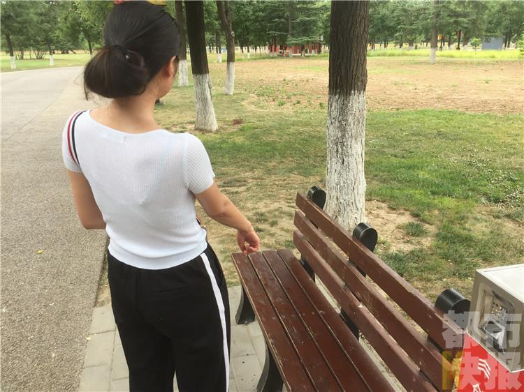 男子在公园露下体猥亵陌生女子 还夸对方穿的漂亮