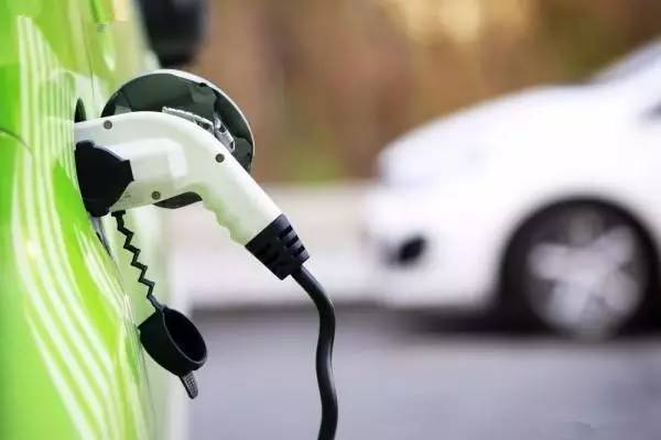 """中外车企""""抢滩""""中国新能源汽车市场"""