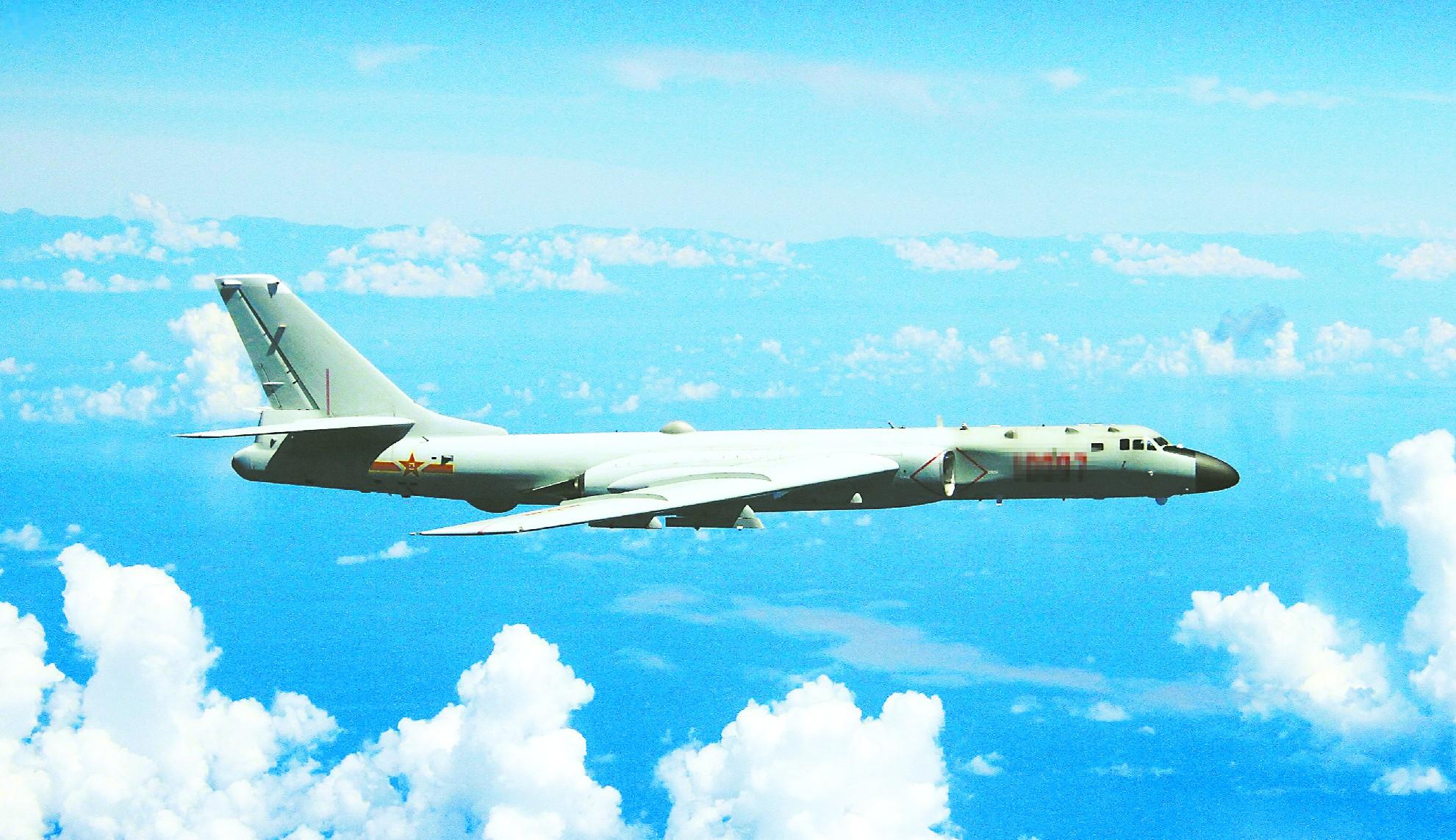 中国10架军机飞越东海上空 日本空自紧急出动