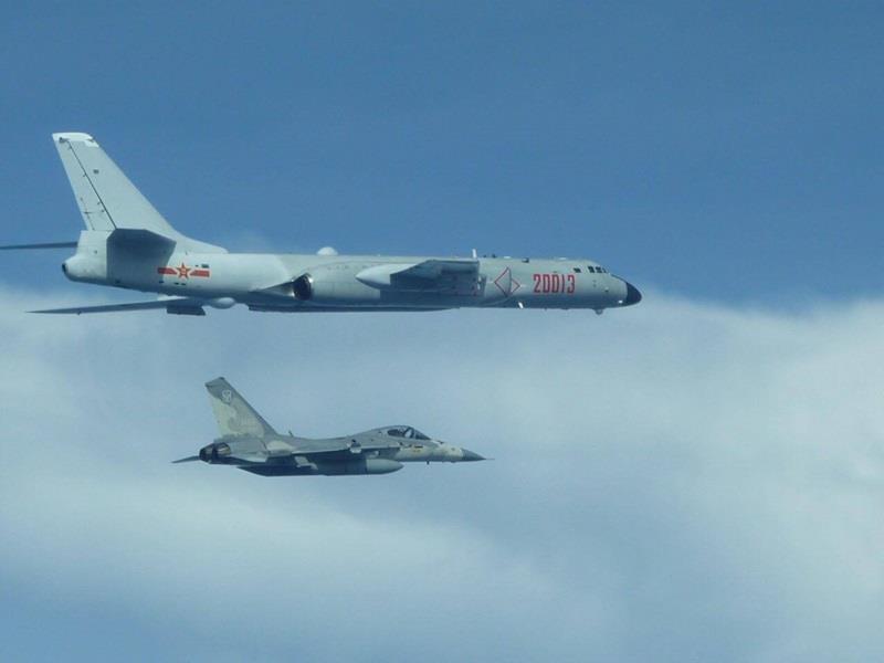 台媒:台空军首次发布所拍摄大陆轰6K军机照片