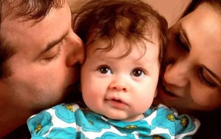 一个吻夺走宝宝性命,这5种情况千万别亲孩子