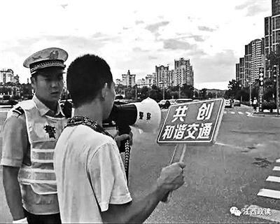 """鑫濠娱乐江西吉安交警出新招:闯红灯者要喊100遍""""我不再闯"""""""