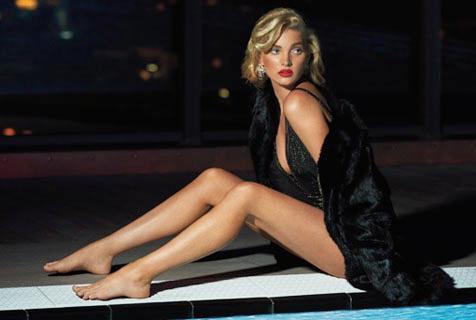 超模艾尔莎·霍斯卡诠释成熟魅力