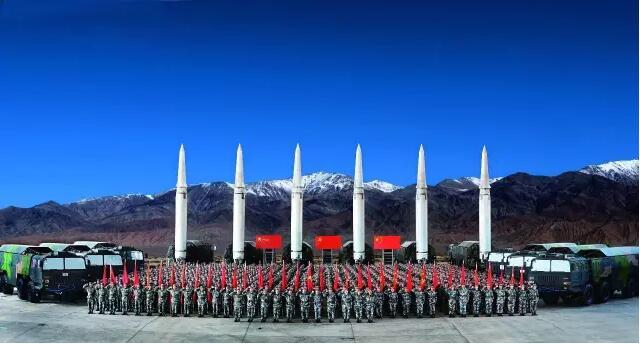 中国战略导弹部队训练画面罕见披露 大杀器竖起