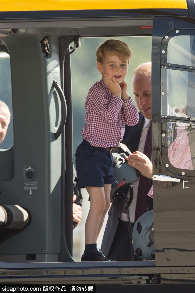 超甜!乔治小王子随父母出访兴奋乘直升机 妹妹睡眼惺忪