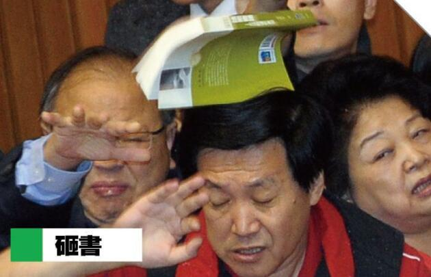 """台湾""""立法院""""丢水球算什么 当年""""武器""""更惊人"""