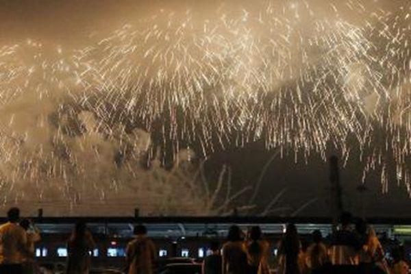 韩国举办烟花庆典 纪念平昌冬奥倒计时200天