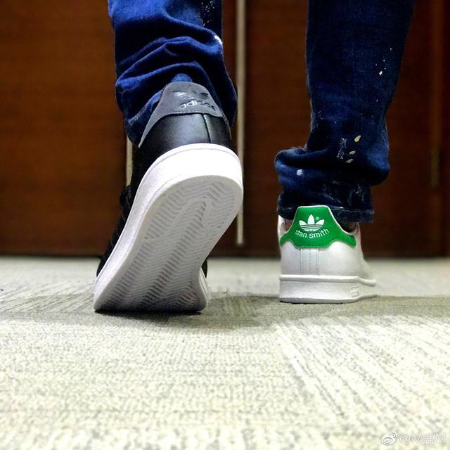 """穿错鞋也个性?黄子韬杨幂高圆圆们都开始穿""""鸳鸯鞋""""啦!"""