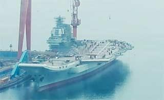 国产航母新进展曝光:甲板开始划线