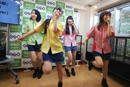 日本惊现修手机女子天团:长相甜美 修iPhone最拿手