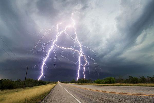 美摄影师追逐五周 抓拍到绝美超级雷暴