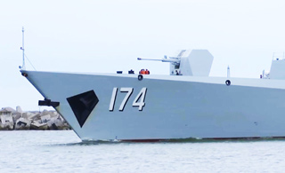 俄罗斯人镜头下的中国052D舰威武雄姿