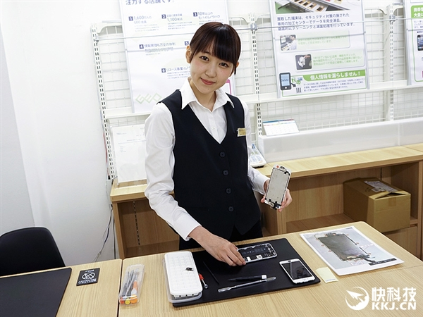 日本惊现修手机女子天团:长相甜美 iPhone最拿手