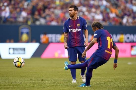 大哥出招了!梅西挽留内马尔 愿分享任意球主罚权
