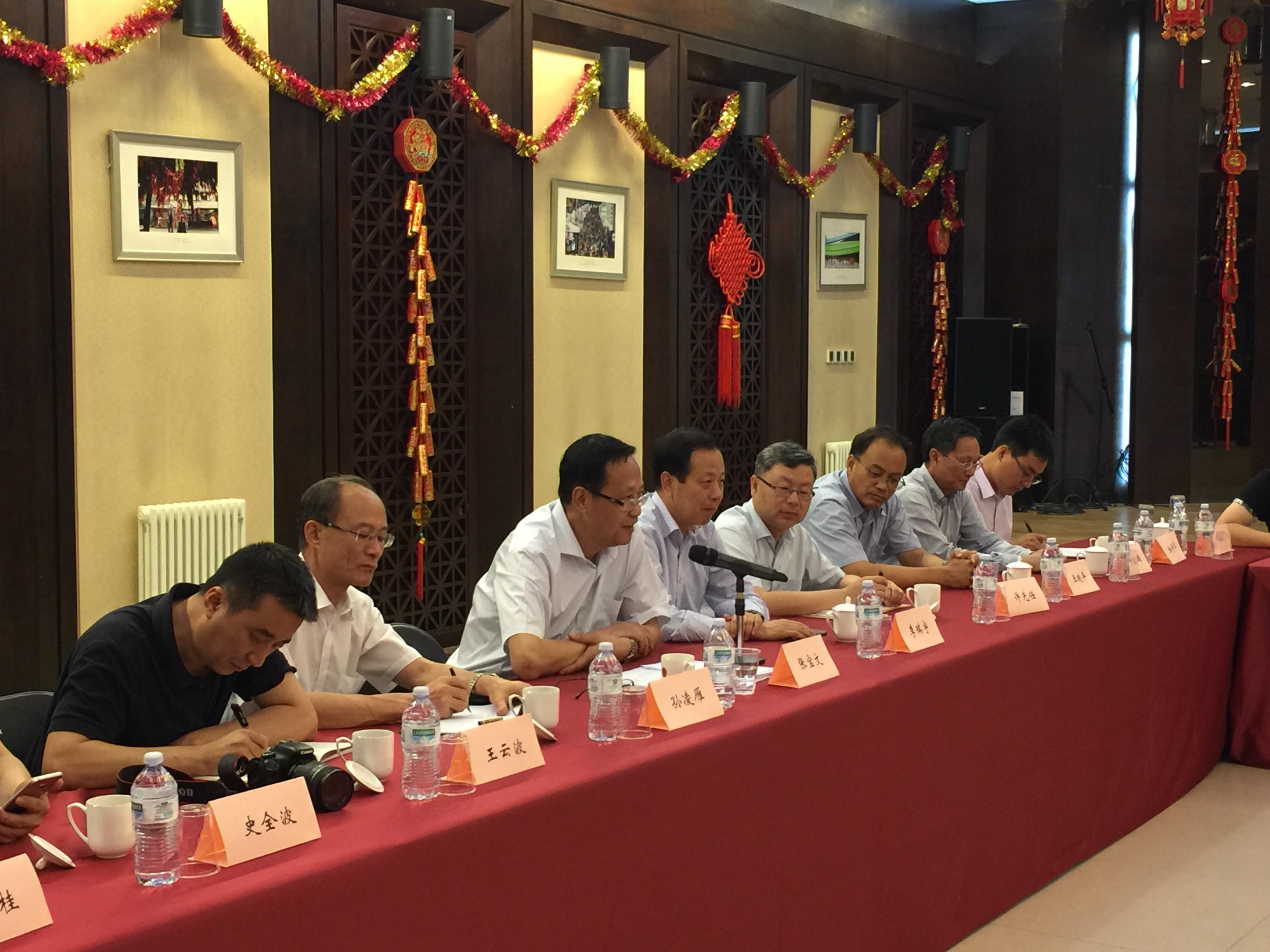 中国统促会副会长张宝文出席罗马侨界座谈会