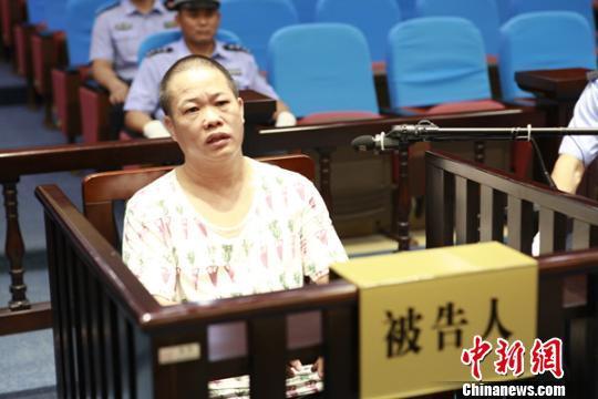 广西男子怀疑妻子出轨 幼儿园门口杀妻致死受审