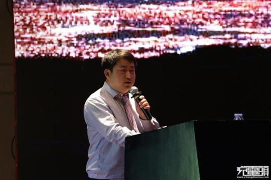 清华男花30万买130台手机 只为研发最好电源芯片