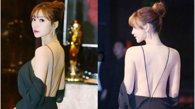 柳岩身着黑色长裙秀美背