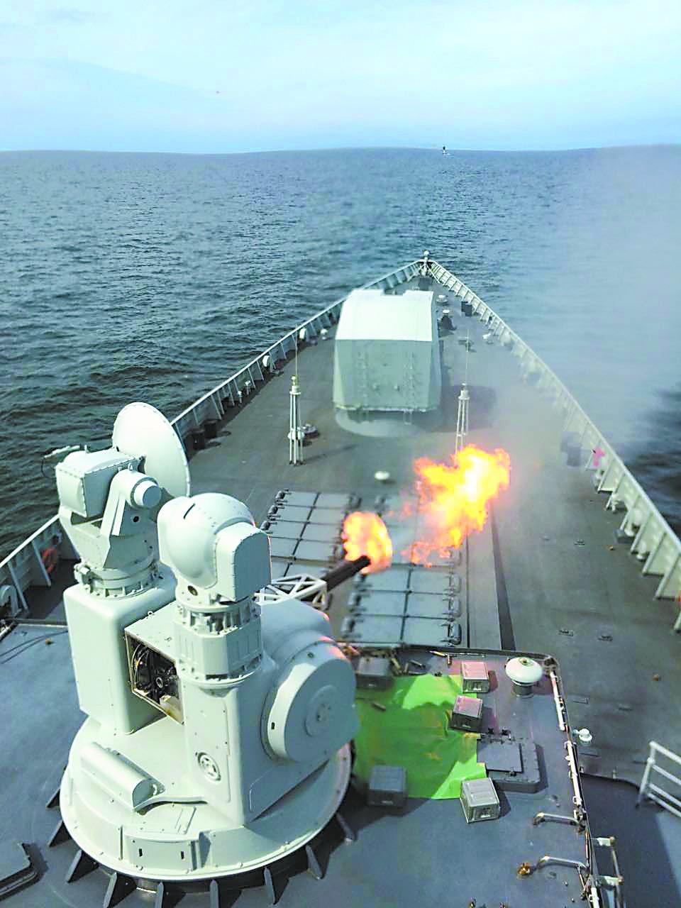 记者登上我现役最强驱逐舰 观摩中俄军演实兵阶段