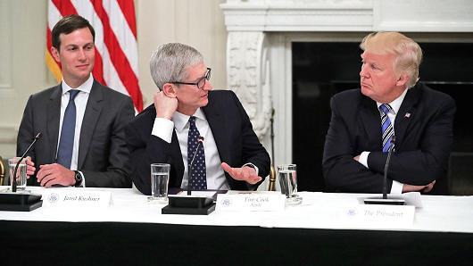 特朗普:苹果承诺在美国建立三座大工厂