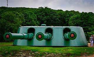 俄罗斯爱国主题公园炮台壮观