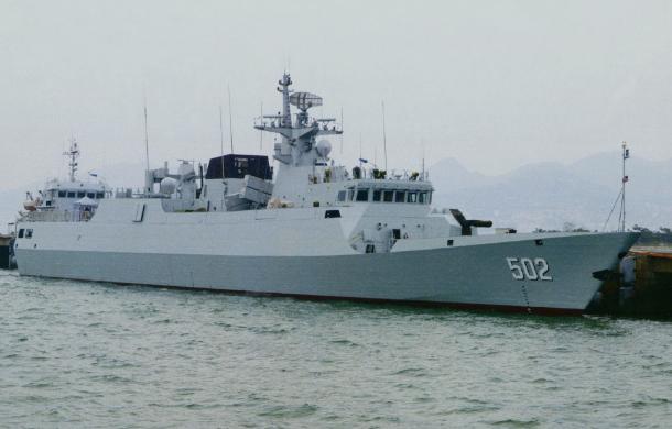 中国海军黄石号护卫舰抵俄参加国际军事比赛