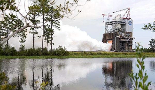 离火星又近一步?RS-25火箭引擎完成最新测试