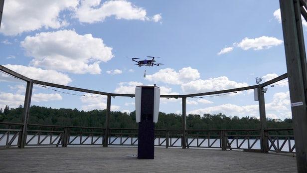 爱沙尼亚公司推出无人机送货服务 专为沙滩游客运送饮料