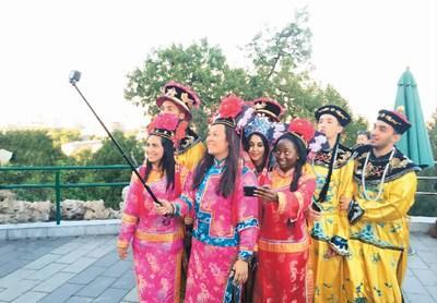外国人:和中国人打起交道来富有人情味,很有趣!
